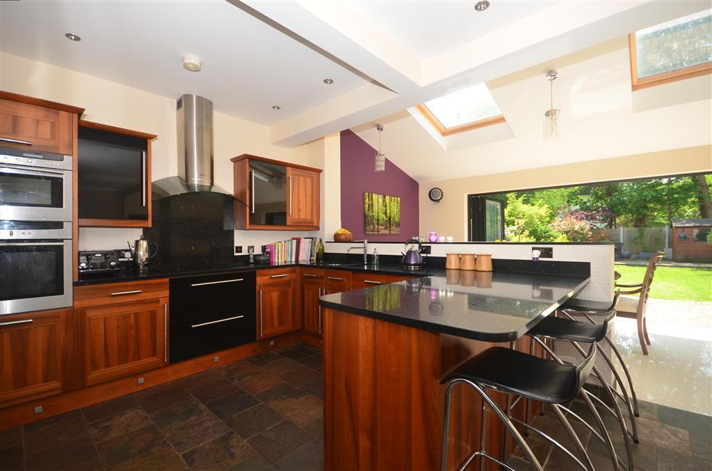 3 Bedroom Semi Detached House For Sale In Darnley Road Woodford Green Essex Ig8