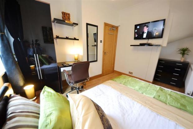 Bedroom n
