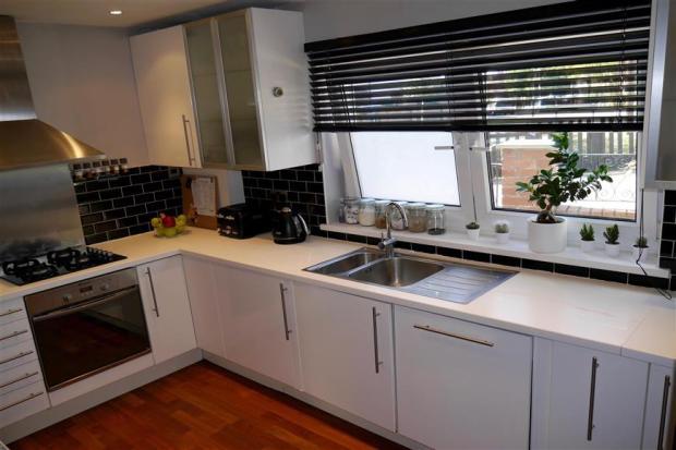 Kitchen /.