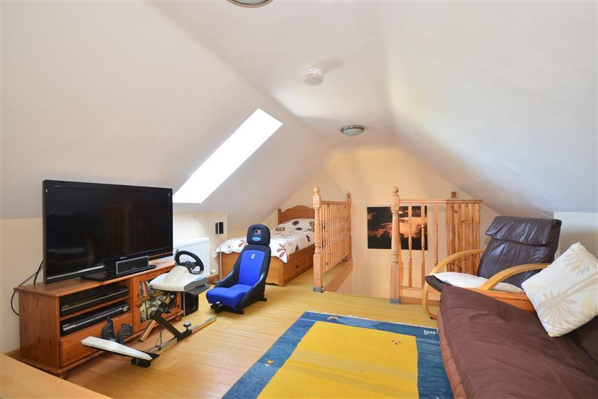 Lounge/ Bedroom 2