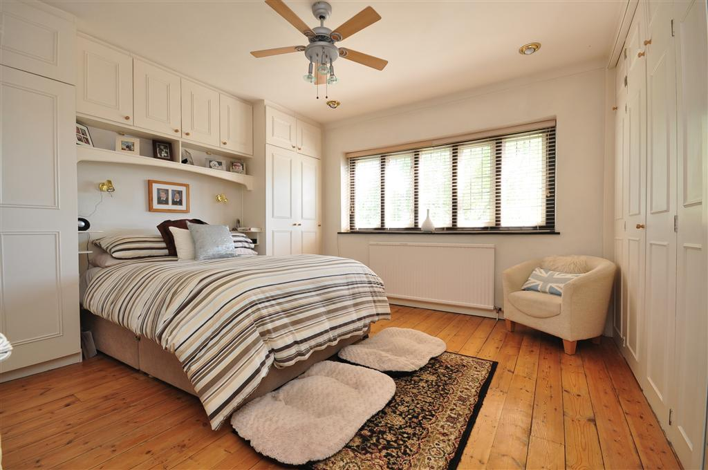 Bedroom Floor Carpet Or Laminate