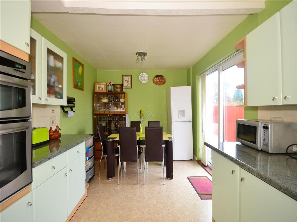 3 bedroom end of terrace house for sale in milne road for Terrace kitchen diner