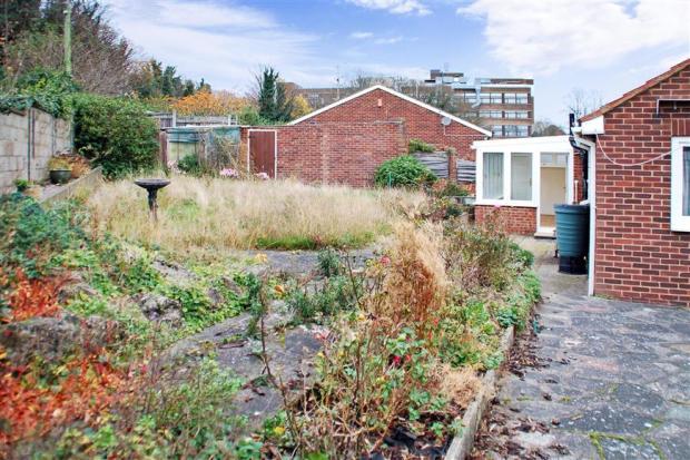 Garden To Side / Garage