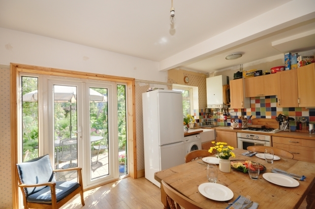 3 bedroom semi detached house for sale in faversham kent for Kitchen ideas 3 bed semi