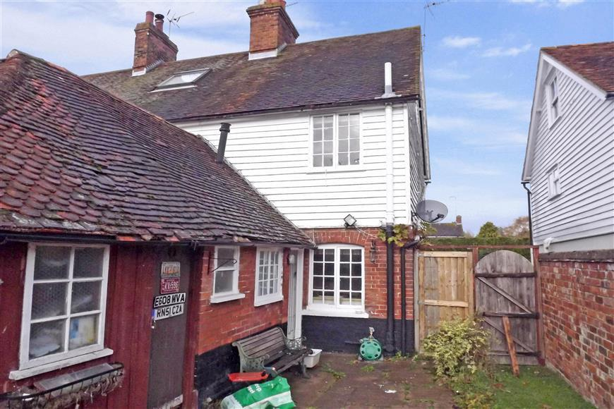 3 bedroom end of terrace house for sale in moat road for The headcorn minimalist house kent