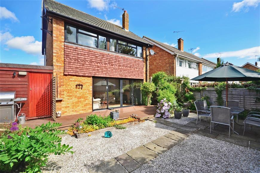 3 bedroom detached house for sale in brooklands headcorn for The headcorn minimalist house kent