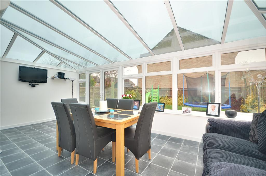 4 bedroom detached house for sale in kipling drive for Garden rooms kent