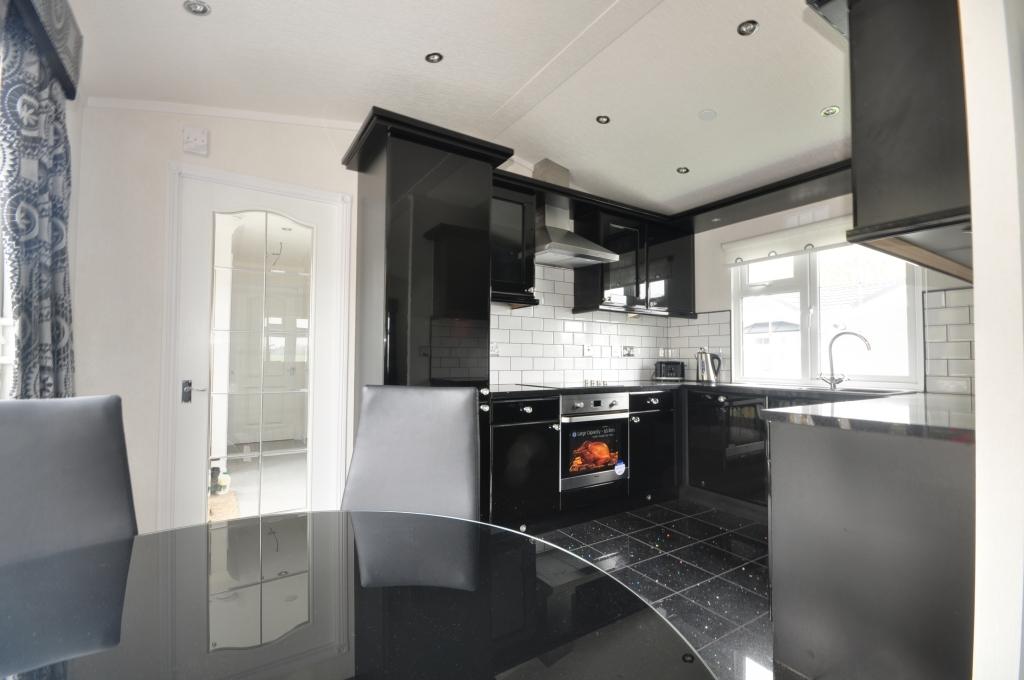2 Bedroom Park Home For Sale In Hampstead Lane Yalding