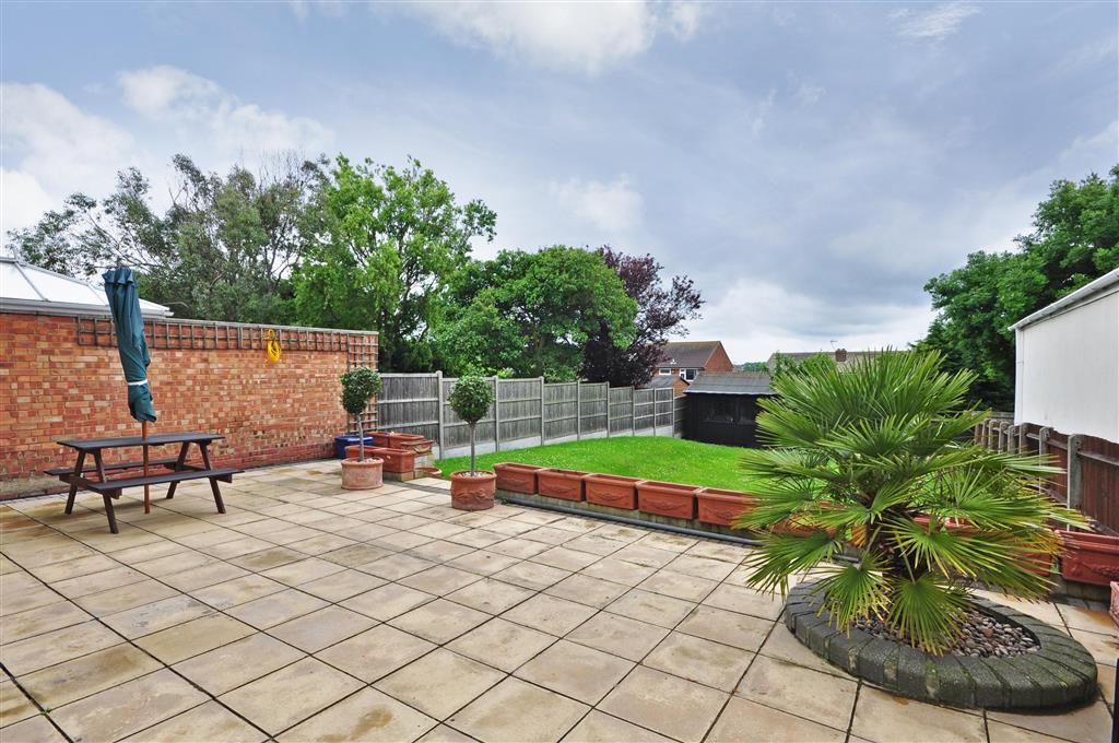 4 Bedroom Detached House For Sale In The Leas Minster On