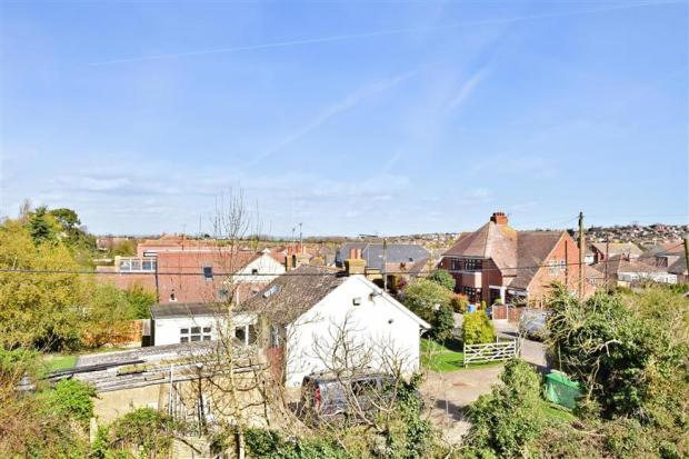3 Bedroom Semi Detached House For Sale In Parsonage Chase