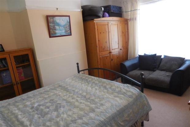 Bedroom 1 (2)