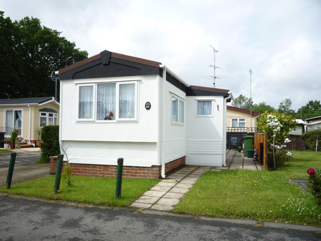 2 Bedroom Mobile Home For Sale In Mytchett Farm Park Mytchett Gu16 Gu16