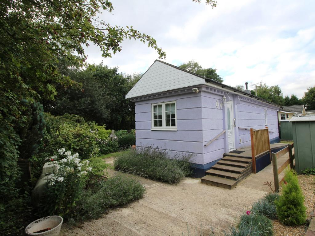 2 Bedroom Mobile Home For Sale In Mytchett Farm Park Mytchett Surrey Gu16 Gu16