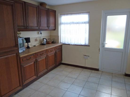 LARGE KITCHEN-DINING