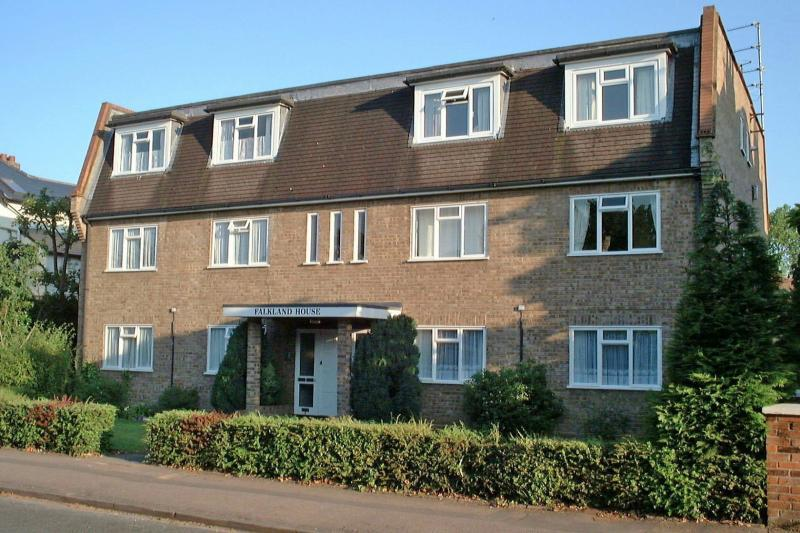 2 bedroom apartment to rent in norfolk road maidenhead sl6
