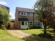 3 bed property in Berryfields