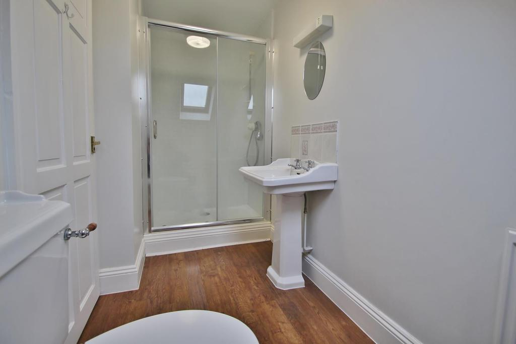 En-suite Shower Rm.J