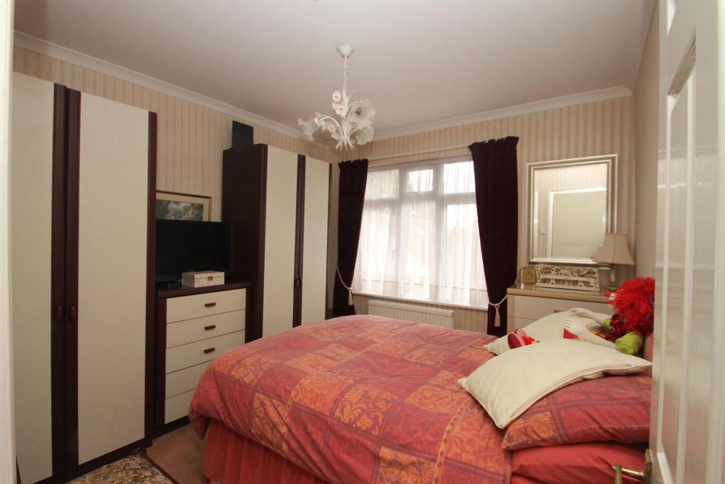 Bedroom Elm.jpg