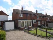 2 bed End of Terrace house for sale in Shaw Close, Guiseley