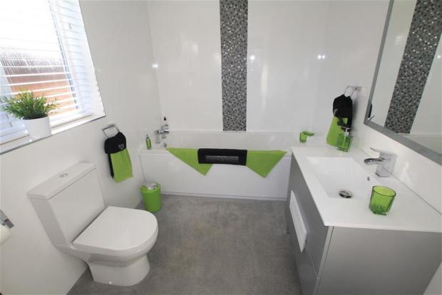 EN-SUITE BATHROOM/WC