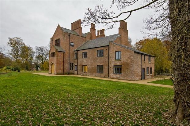 3 bedroom cottage for sale in bewsey old hall warrington wa5. Black Bedroom Furniture Sets. Home Design Ideas