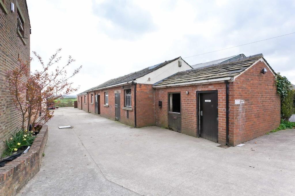 4 bedroom farm for sale in castlebrook farm castle road for Castlebrook barns