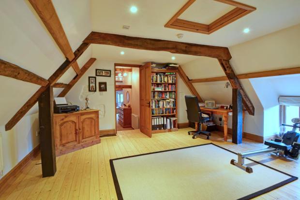 Bedroom/Nursery/O...