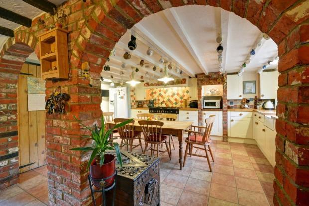 Kitchen thro' arc...