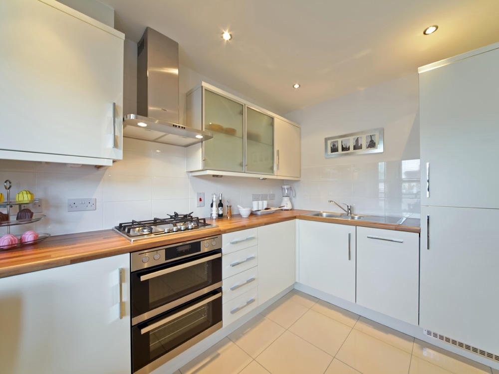 3 bedroom semi detached house for sale in croft road for Kitchen ideas 3 bed semi