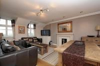 2 bed Flat in Cromer Villas Road, SW18