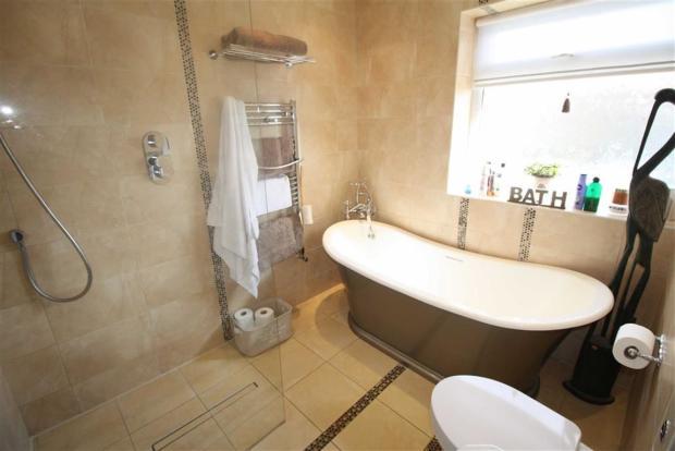 Family Bathroom/Wet
