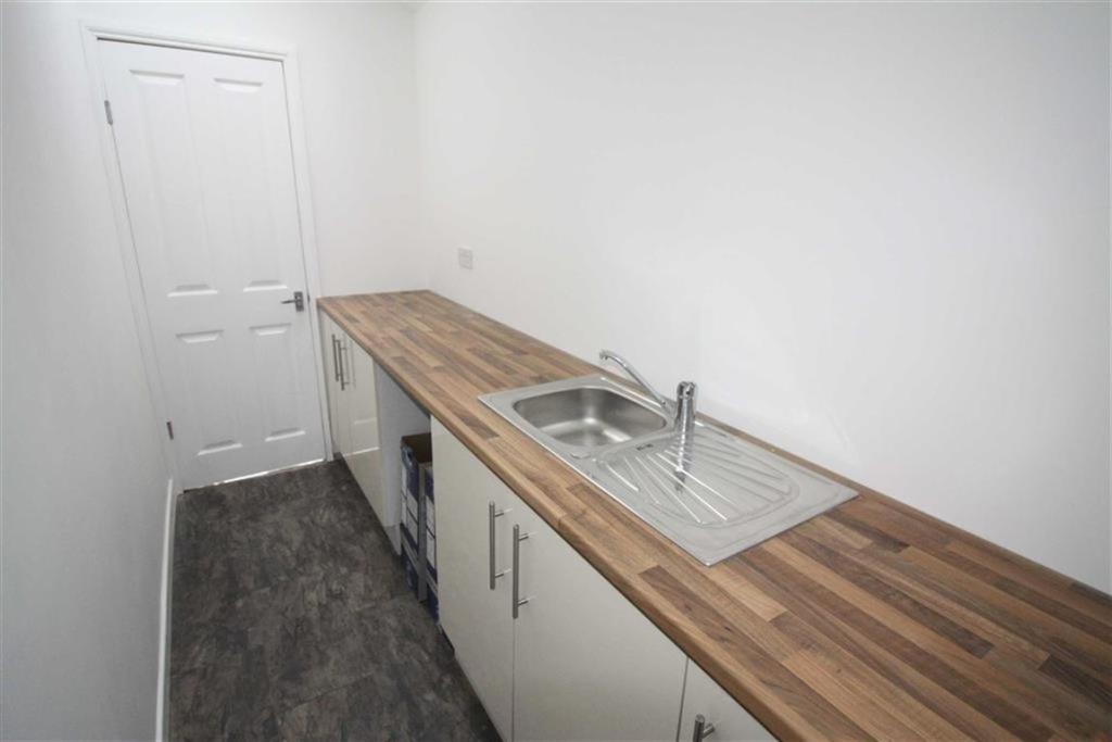 Utility Room (Side)