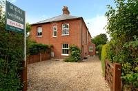 3 bedroom semi detached property in Frensham