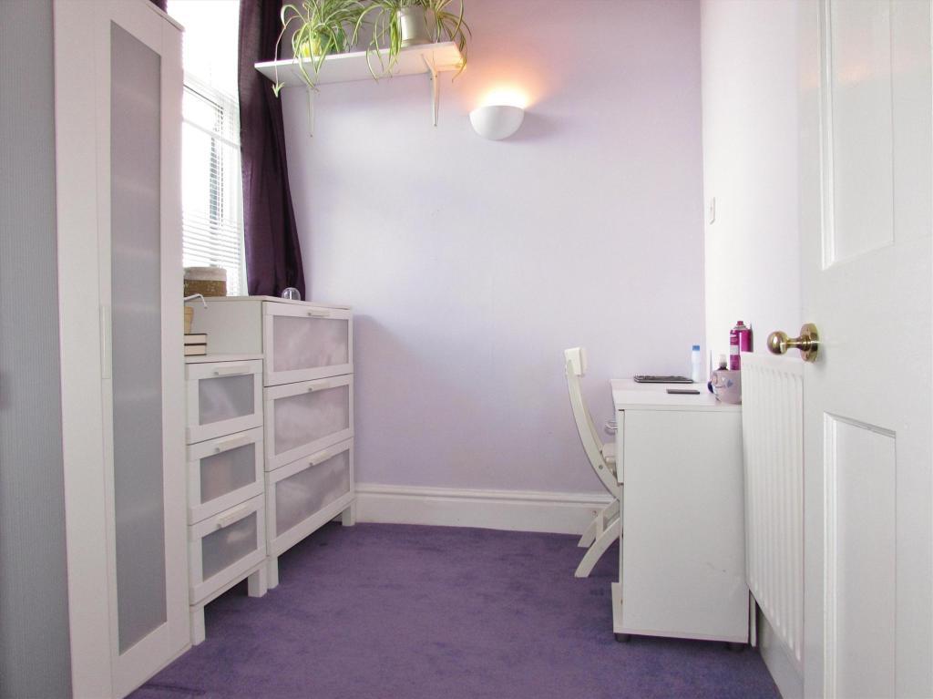 Bedroom/Dresser