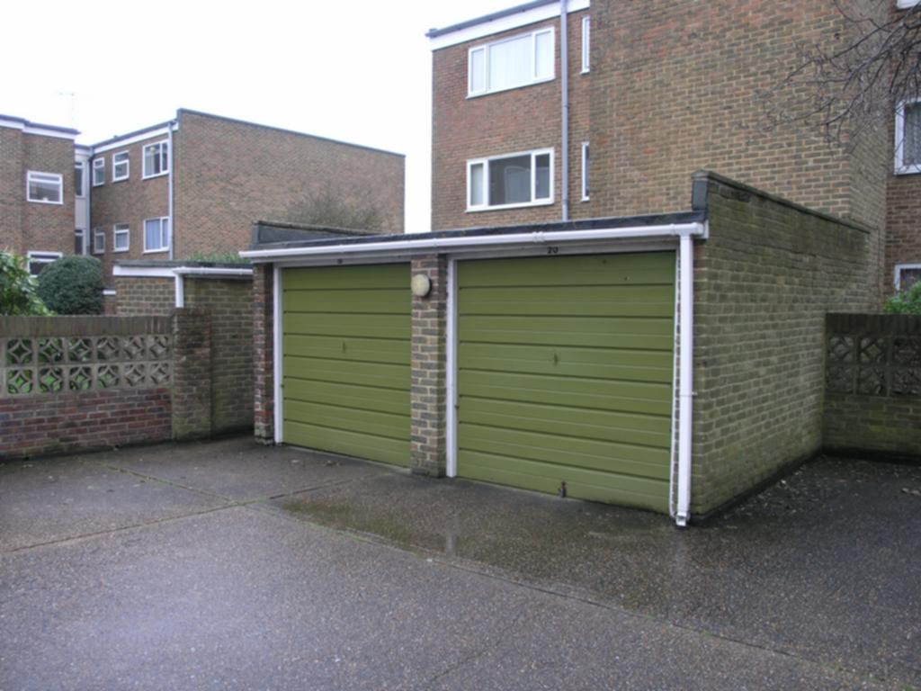 Garage To Rent In Bath Road Worthing Bn11 Bn11