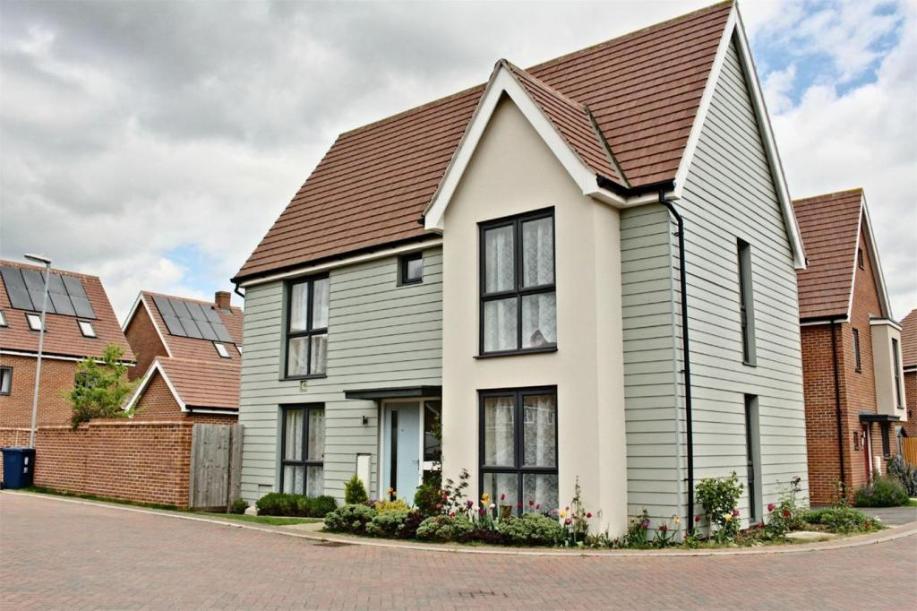 3 Bedroom Detached House For Sale In Upper Cambourne Cambridge Cb23