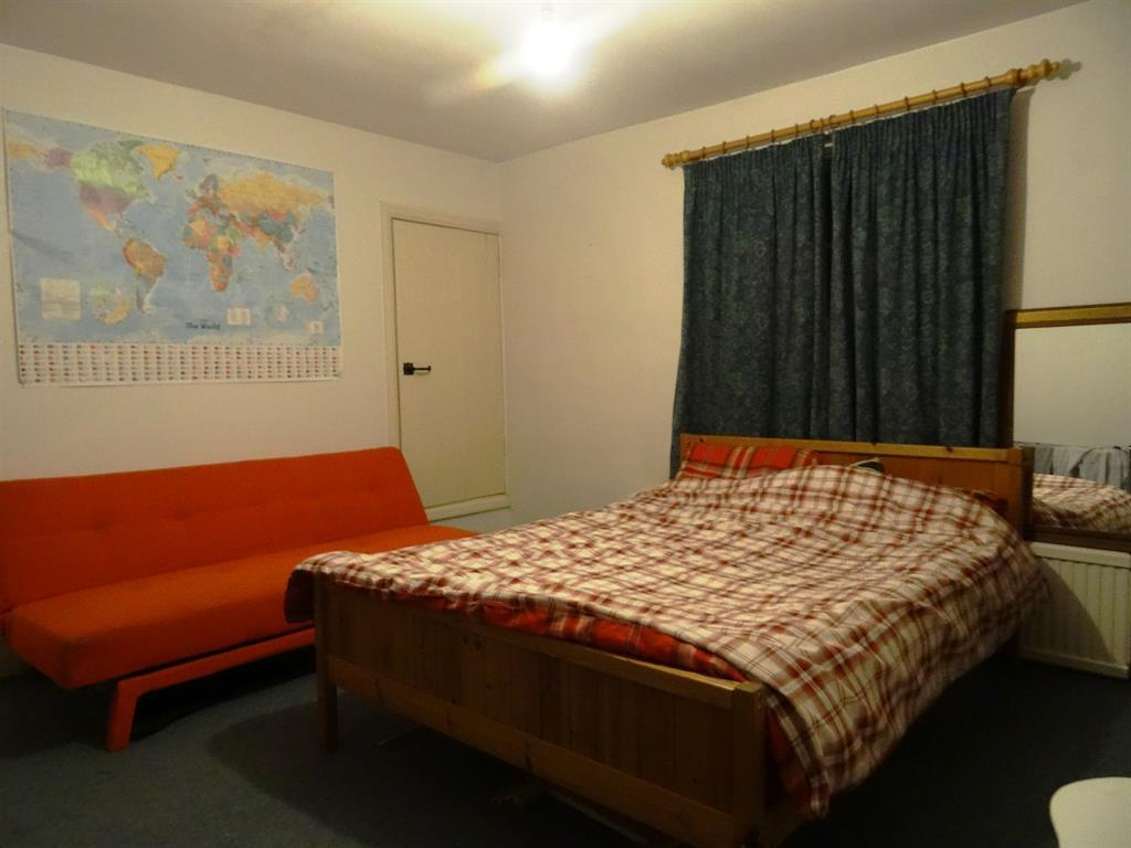Bedroom Two pic2