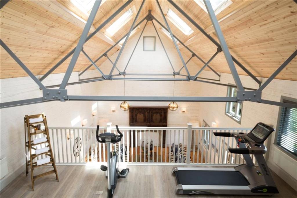Ascot: Gym