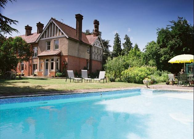 7 Bedroom House For Sale In High Street Waddesdon Aylesbury Buckinghamshire Hp18