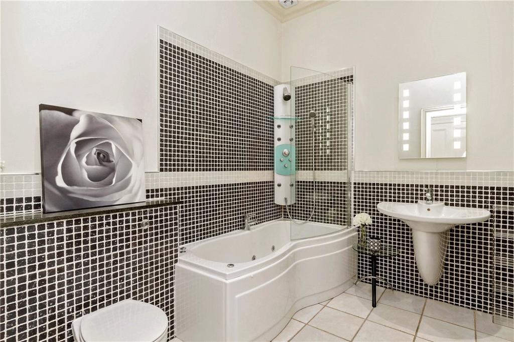 Bathroom Eh12
