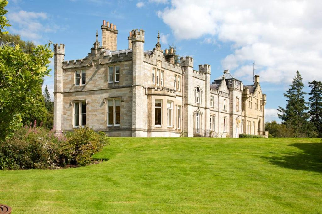 7 bedroom detached house for sale in melrose scottish for Old homes for sale in england