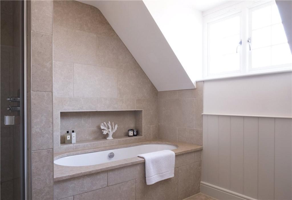 2 Stables Main Bath