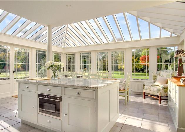 5 bedroom house for sale in castle grove road chobham for Orangery kitchen