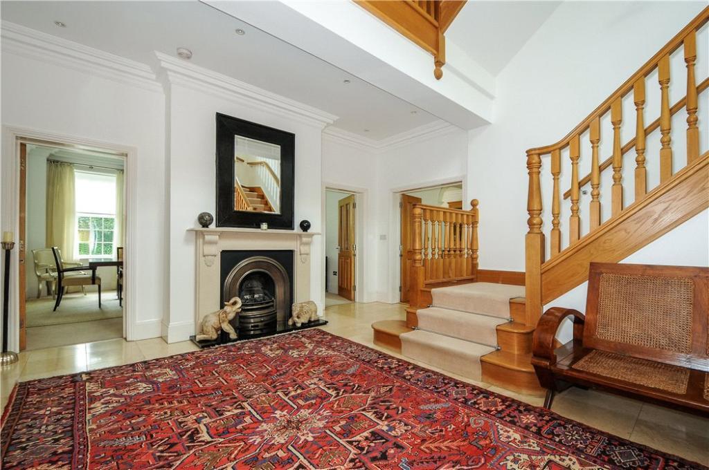 Ascot: Hallway