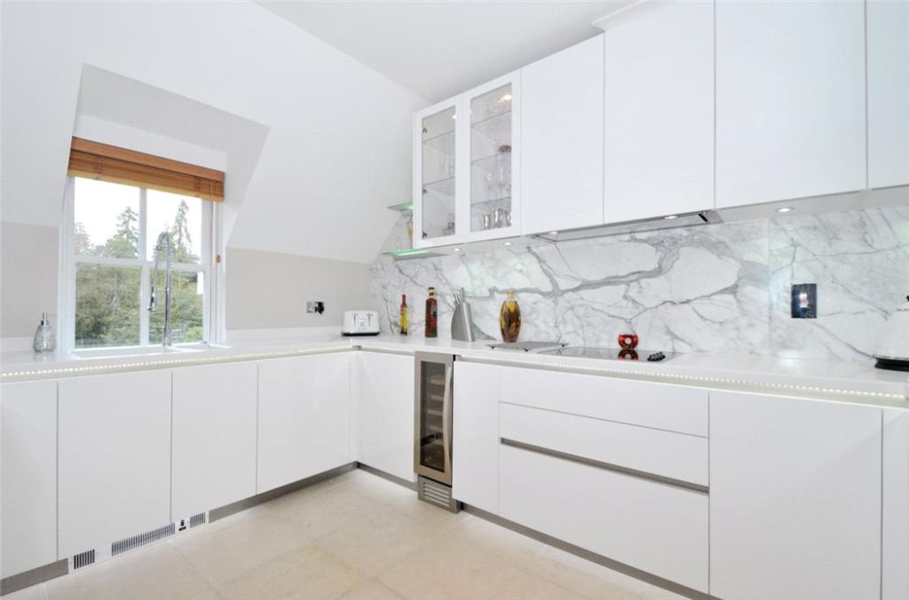 Ascot: Kitchen