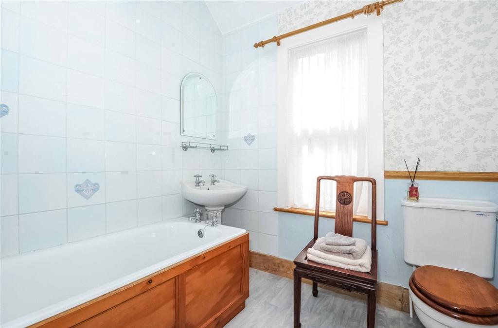 Sunningdale:Bathroom