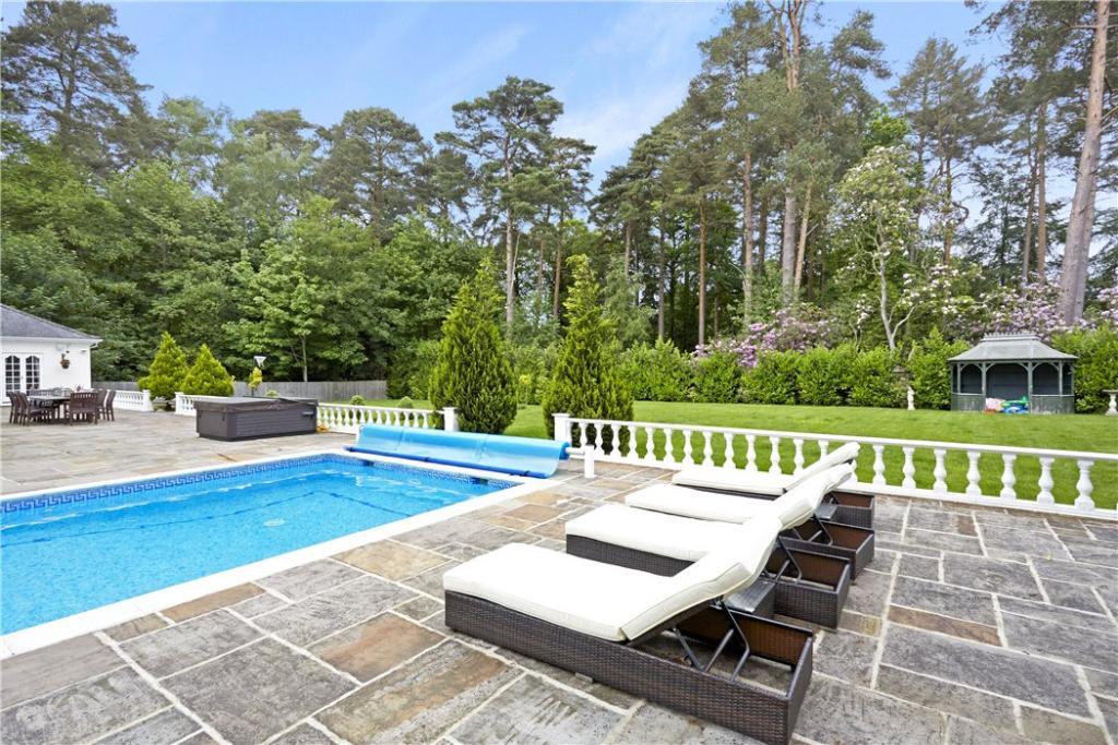Ascot: Pool