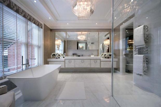 Sunningdale: Bathrm