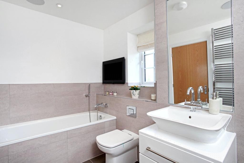Winkfield: Bathroom