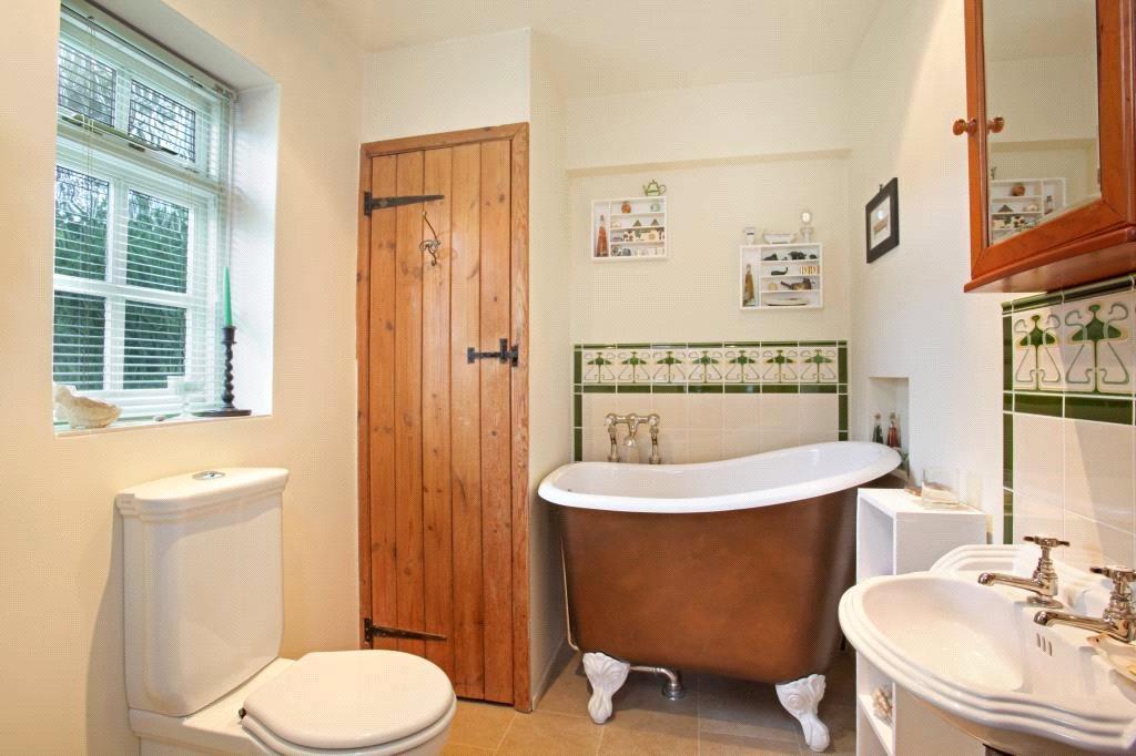 Binfield: Bathroom